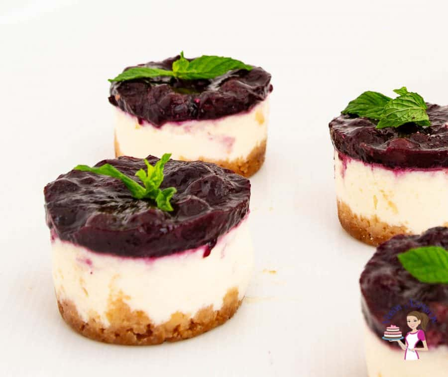 How to make mini cheesecakes baked with Blueberry topping.