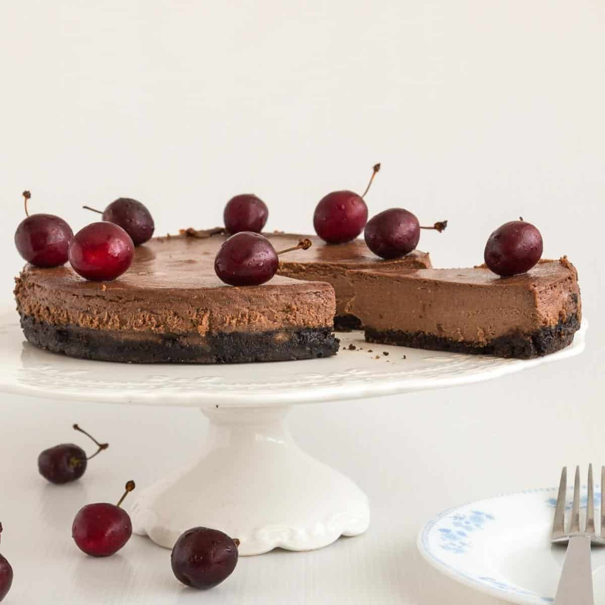 A sliced cheesecake on the cake stand.