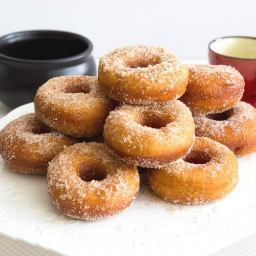 How to make donuts with pumpkin puree and pumpkin spice coated with cinnamon sugar