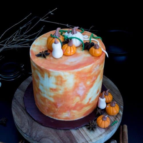 How to make a pumpkin layer cake with whipped cream buttercream