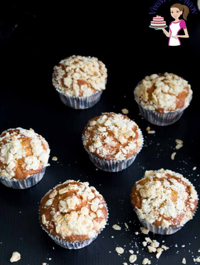 These are the best pumpkin spice muffins topped with a buttery oat streusel
