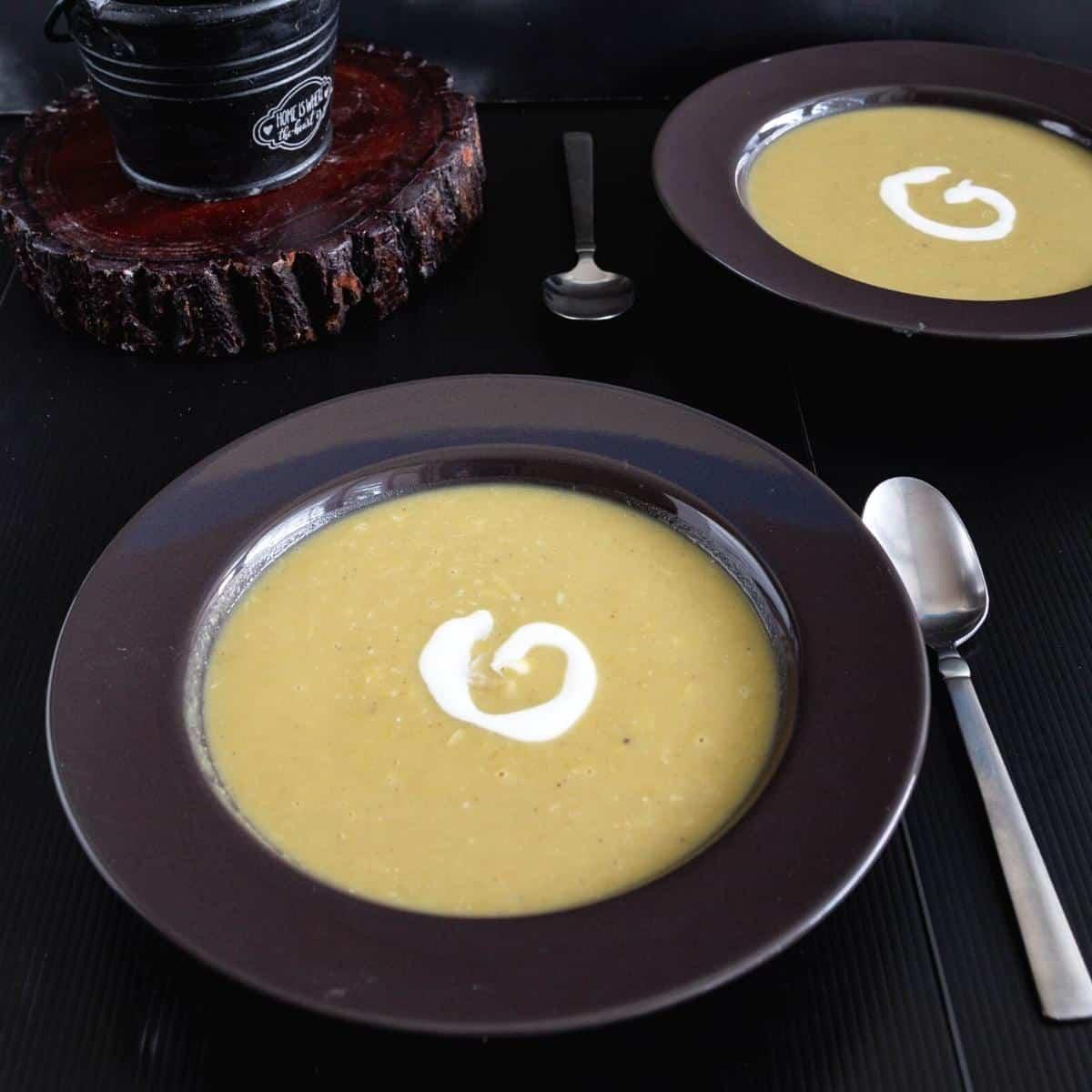 Bowl of soup with split pea soup.