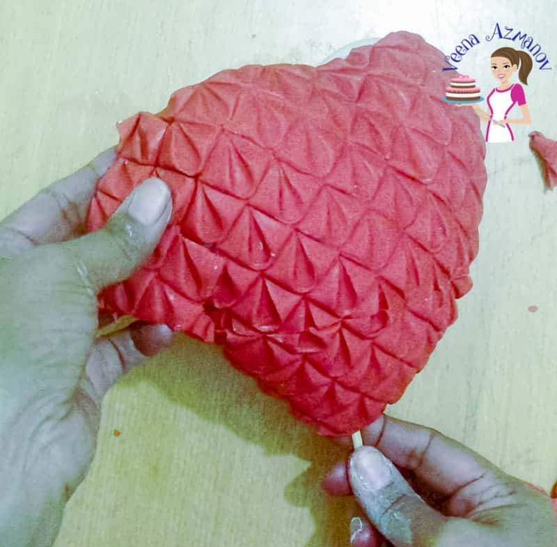 A Standing Heart Cake Topper using Marvelous Molds Lavish Looks On Simpress Collection