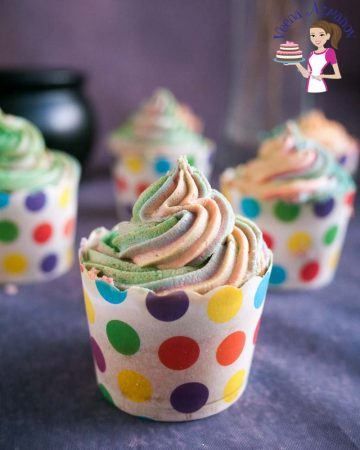 Cupcakes decorated with buttercream.