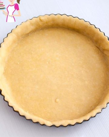 A tart pan lined with shortcrust.