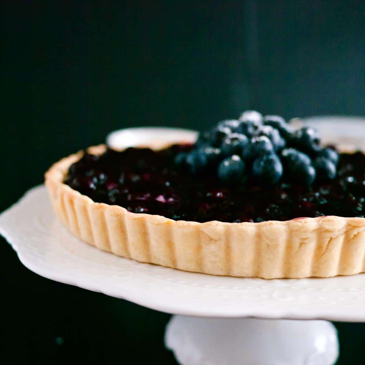 A blueberry tart with shortcrust pastry.