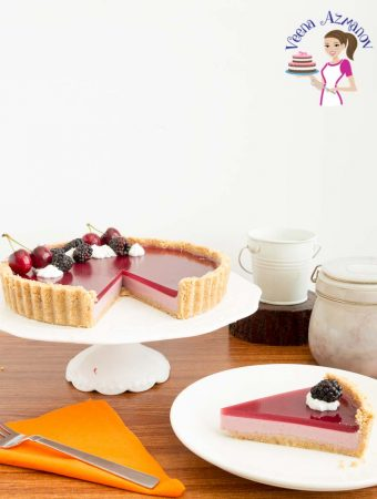A classic blackberry tart with pannacotta and jello