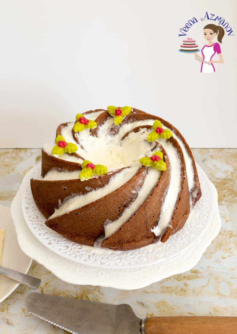 How to make a Bundt cake with Eggnog and rum for Christmas Celebration.