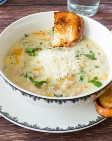 A bowl of soup with croutons