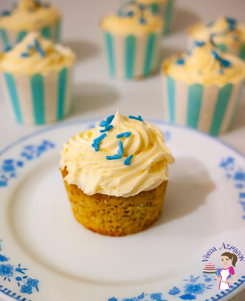 Best Moist Homemade Cupcakes made with Fresh Bananas and Cream Cheese Frosting