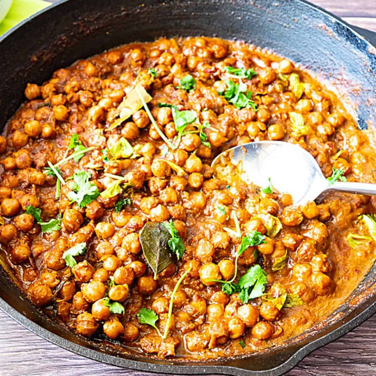 A skillet with curry made with chickpeas.