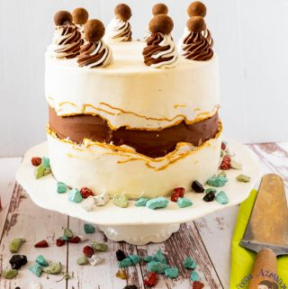 How to decorate a buttercream cake with torn buttercream called fault line