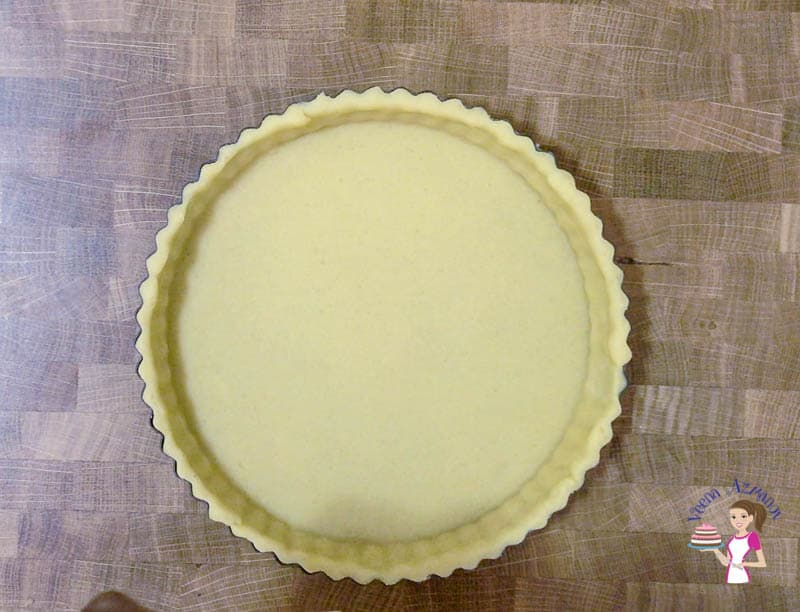 Prepare the shortcrust pastry for the flan baked custard tart