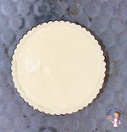 Bake the pastry cream in the shortcrust pastry shell to make the flan