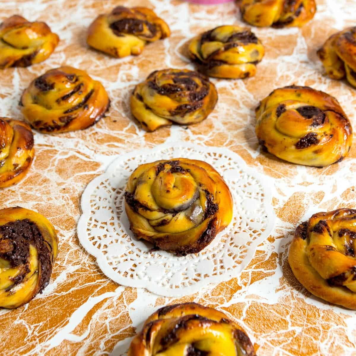 How to make Jewish rugelach rolls with chocolate
