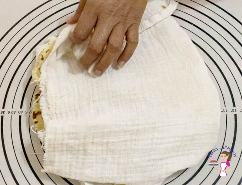 keep the potato stuffed flatbread wrapped in clean kitchen cloth