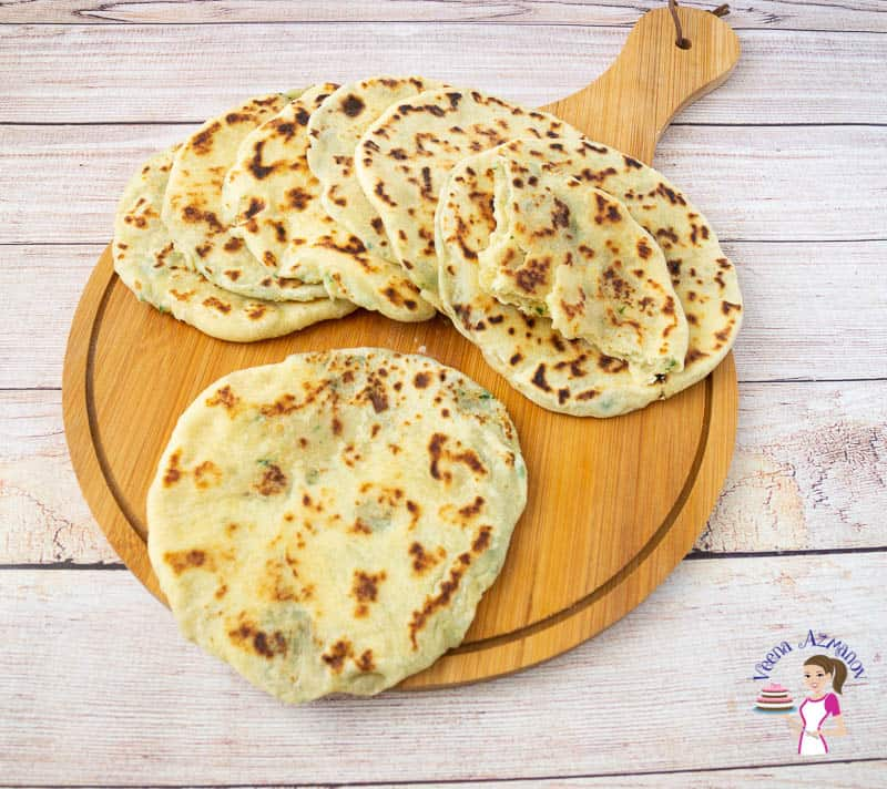 Homemade flatbread recipes stuffed with mashed potato