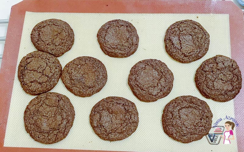 Cook the cookies on a baking tray for 5 mins