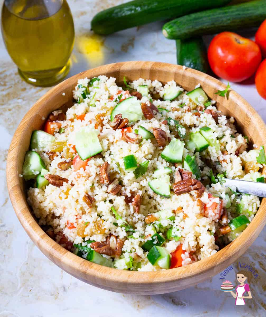 How to make a salad with couscous and veggies