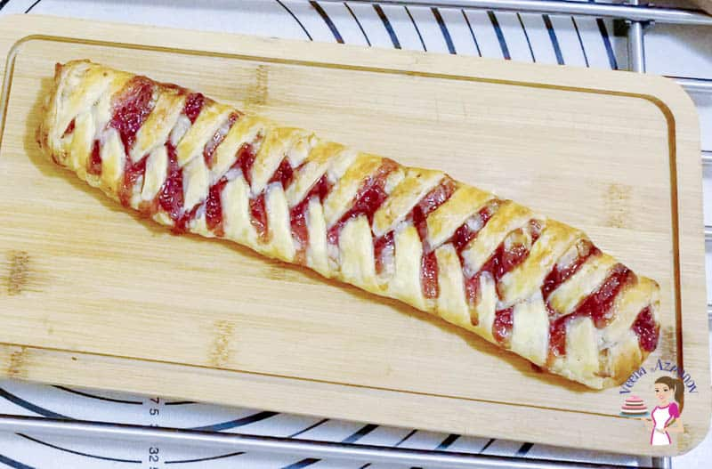 How to braid puff pastry with filling