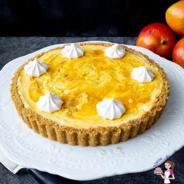 How to make a cheesecake tart with mangoes and a cookie crust