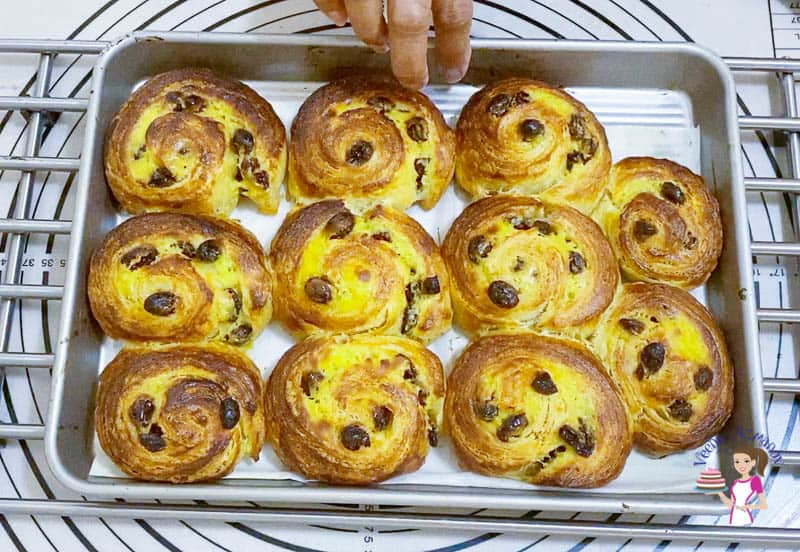 Bake the danish pastries for 25 minutes