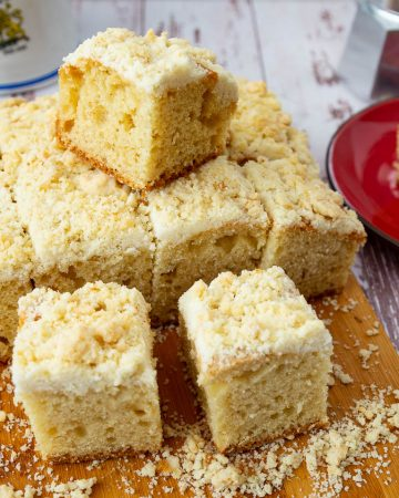 How to make a coffee cake with crumb topping