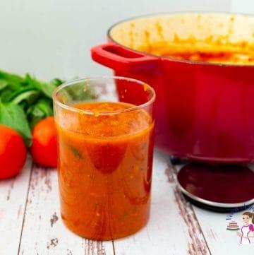 How to make homemade pasta sauce called marinara with fresh tomatoes