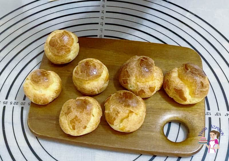 Filled cream puffs with pastry cream