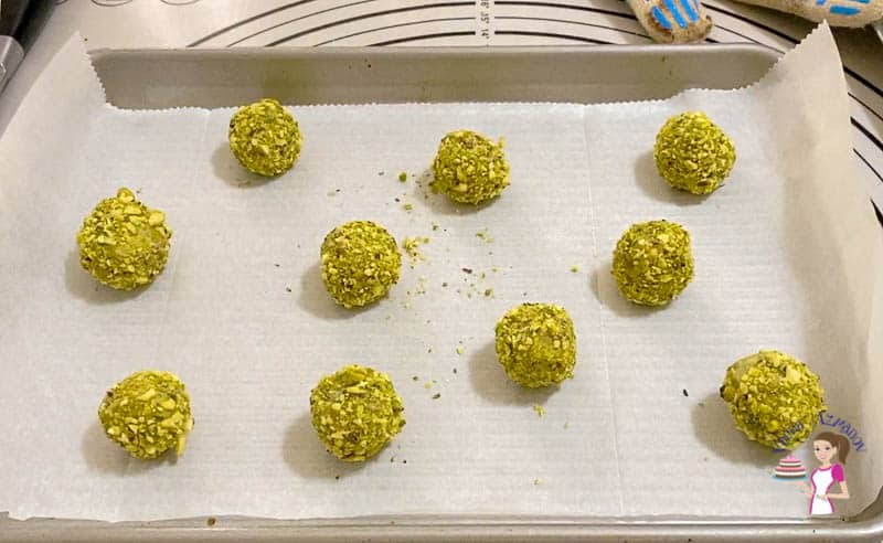 Bake the cookie dough balls fro 9 to 10 mins