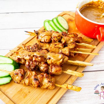 How to make Asian skewers with chicken and peanut sauce