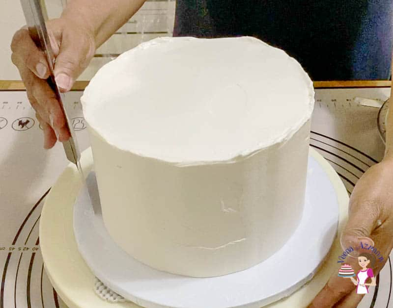 Use a bench scraper for the sides of the cake
