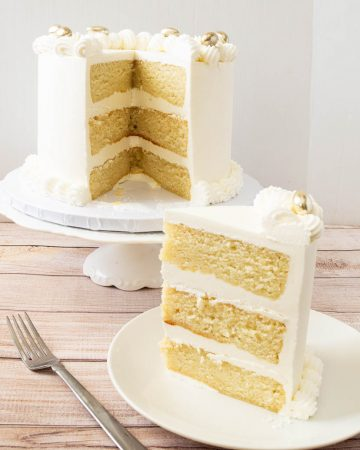 How to make a white vanilla cake with only egg whites