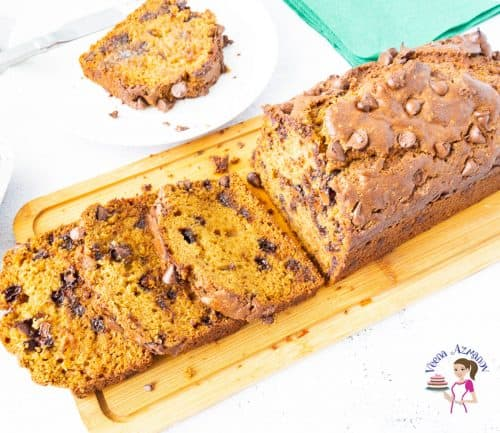 How to make a homemade pumpkin cake with lots of chocolate chips