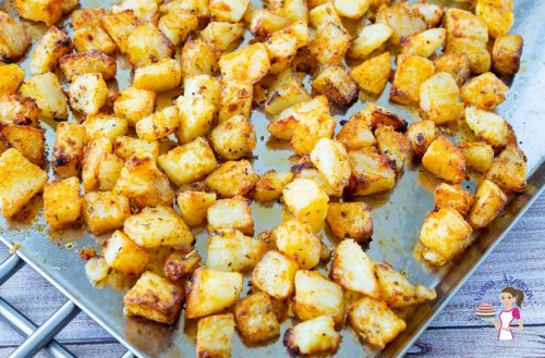 How to make crispy roasted potatoes with garlic at home