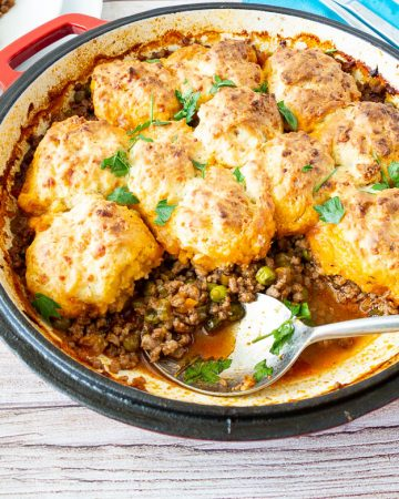 How to make a casserole with ground beef topped with cheddar biscuits