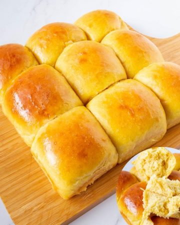 How to make soft homemade dinner rolls with pumpkin puree
