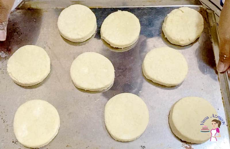 Place the biscuits on a baking tray