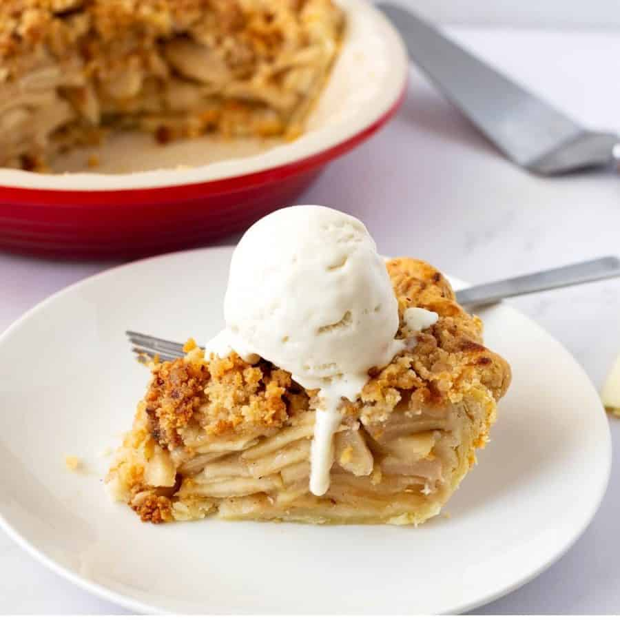 A plate of apple pie with ice cream
