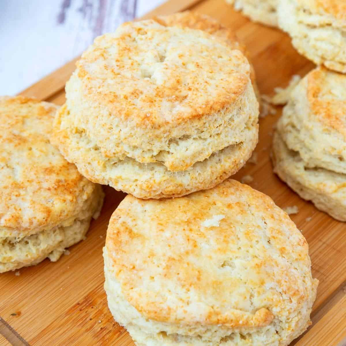 Biscuits o a wooden board.