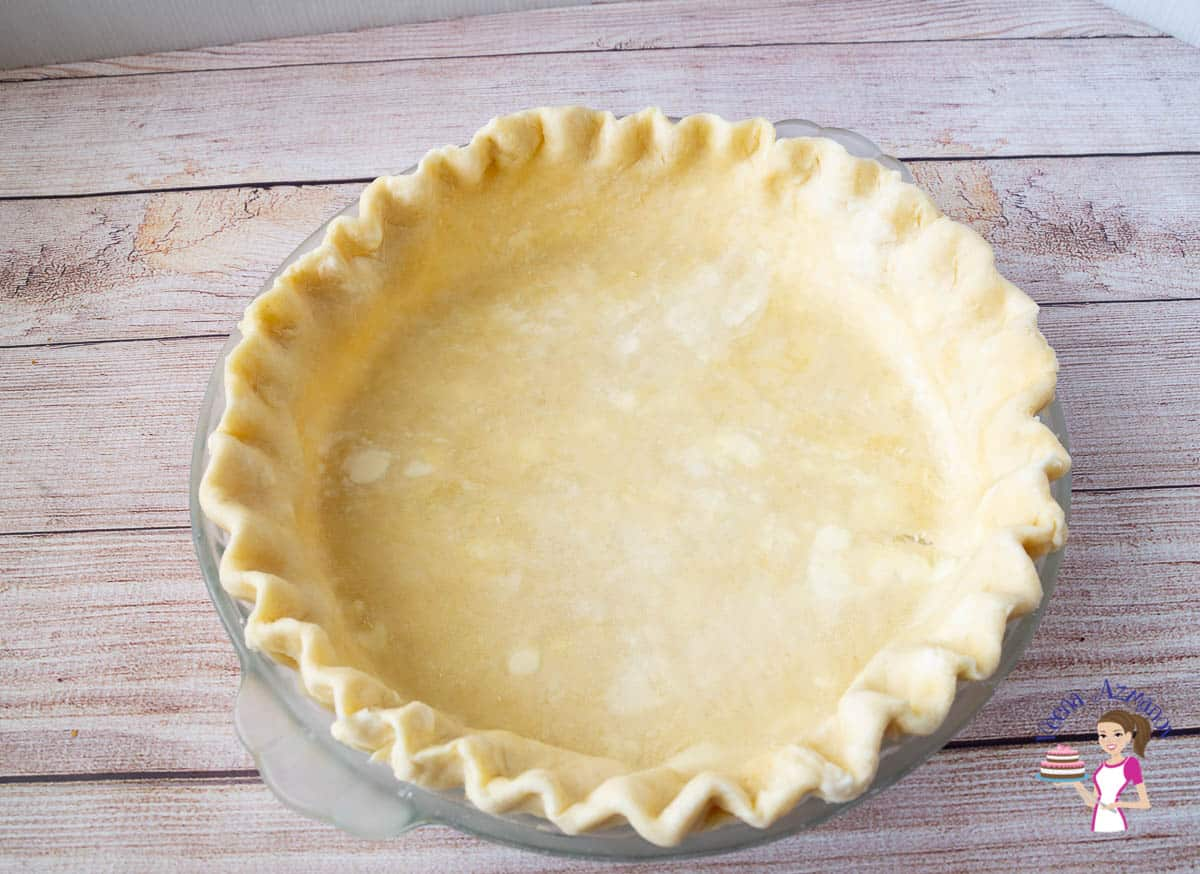 A pie pan lined with pie crust