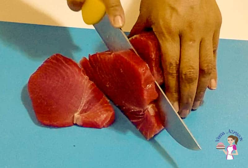 Cut the tuna into slices