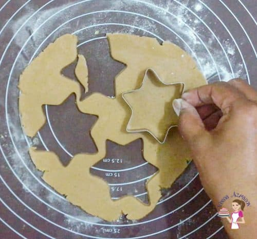 Cu the cookie dough with a star cookie cutter