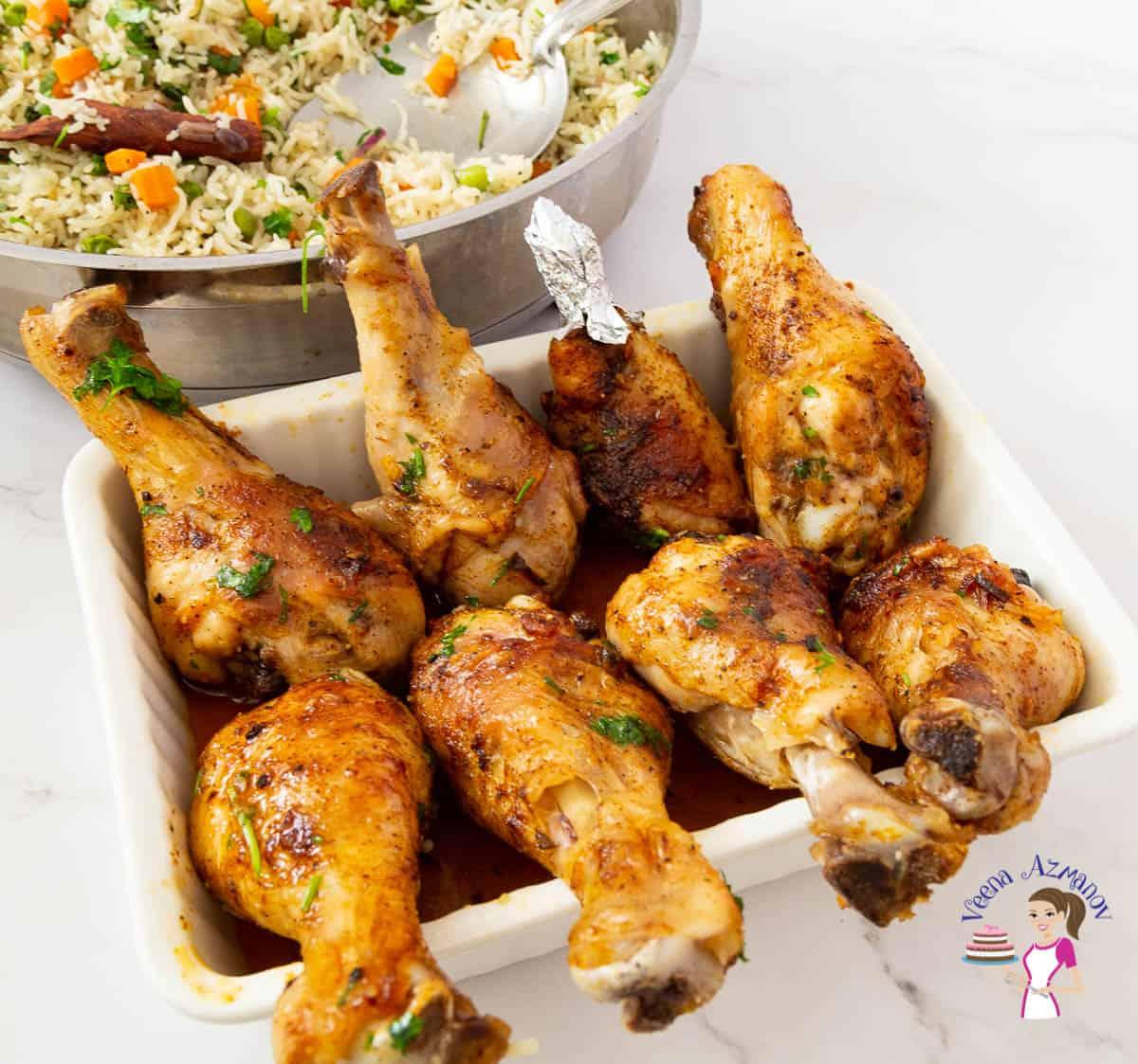 8 chicken drumsticks in a ceramic dish