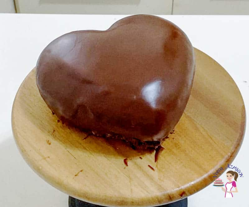 Transfer heart cake to the cake stand