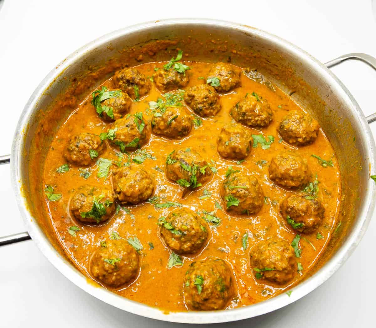 Skillet with curry and kofta.